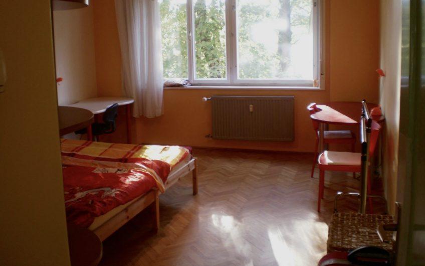 Dvoposteljna ali enoposteljna soba na elitni lokaciji v centru blizu parka