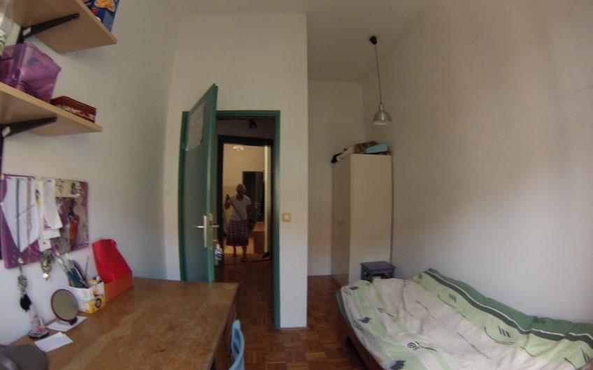 Oddam enoposteljno sobo v Ul. heroja Bračiča 17 ( tel. 031 640 860)
