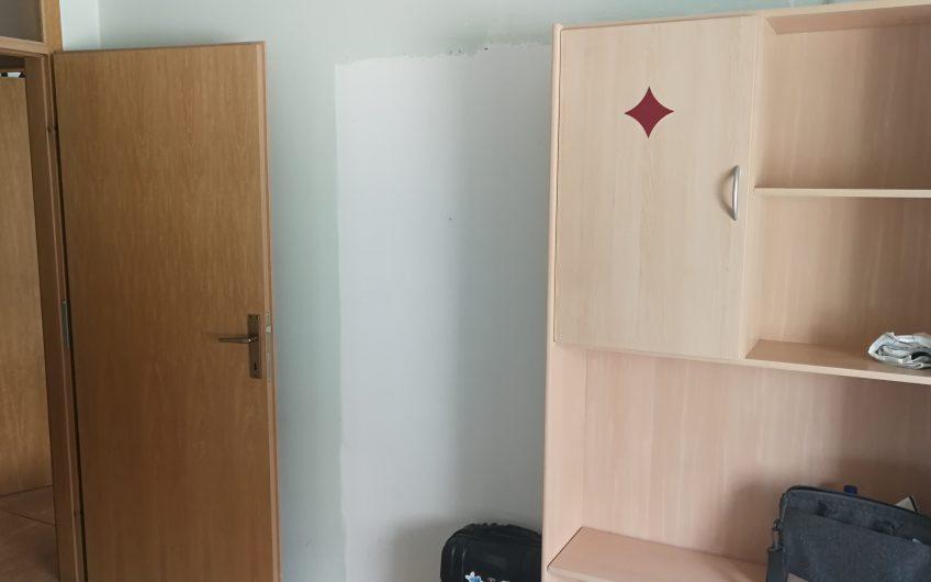 Soba v trisobnem stanovanju Gregorčičeva ulica