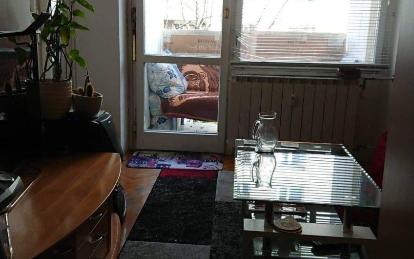 Oddam dvoposteljno sobo z balkonom – center Maribora